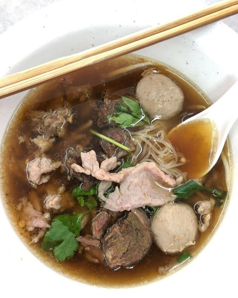45 년 전통의 태국 방콕 소고기 국수 전문 식당  - 45 Years Traditional Beef Noodle soup restaurant in the Bangkok Thailand